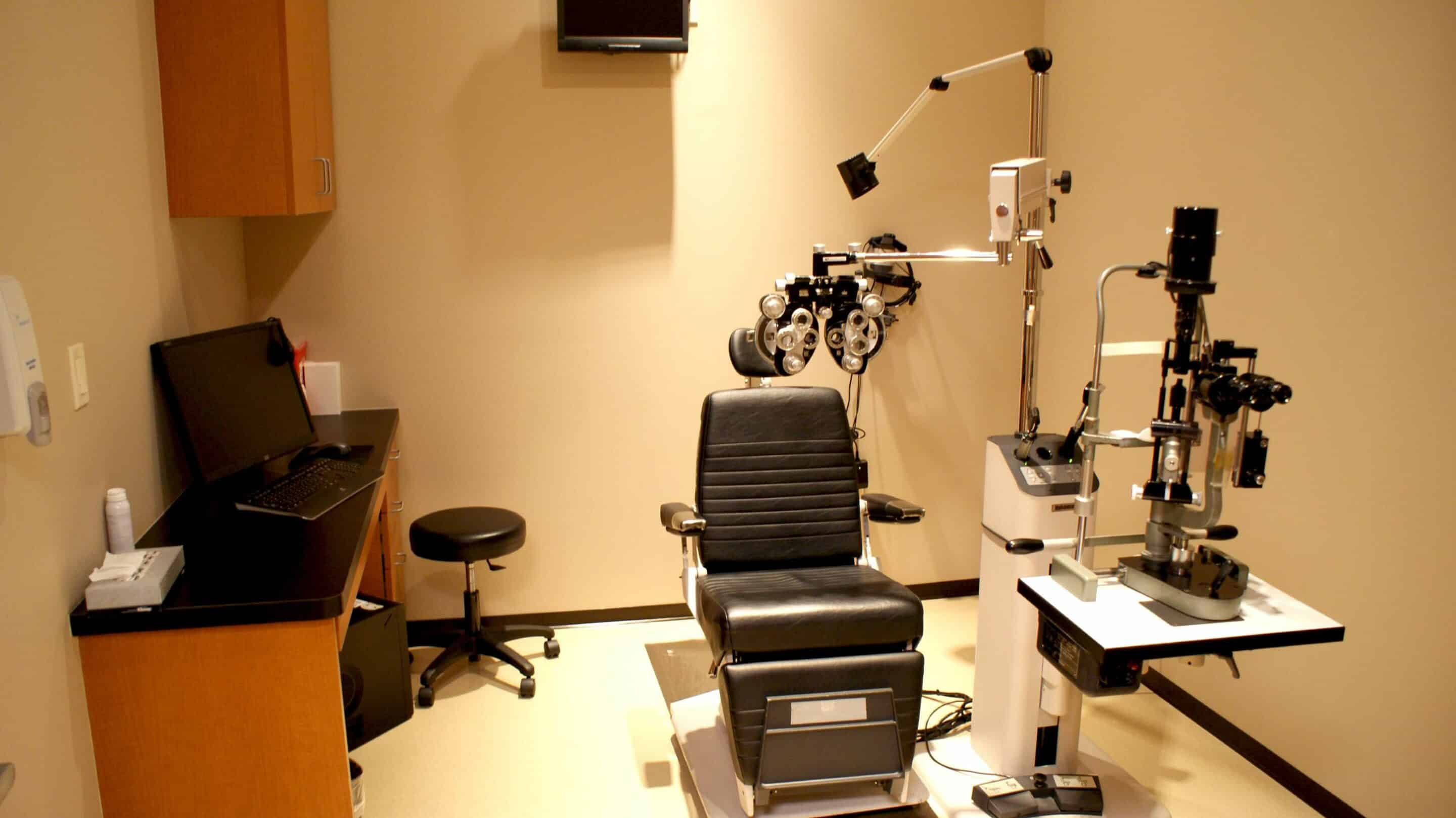 AMB Architects-Houston Eye Associates-Tanglewood-Eye Exam Room-2011-06