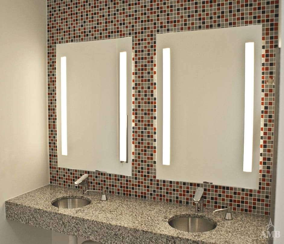 801 Travis - Lobby & Restroom