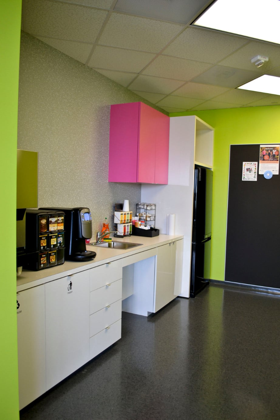 AMB Architects-Direct Energy Level 14-Breakroom-2012-04_1