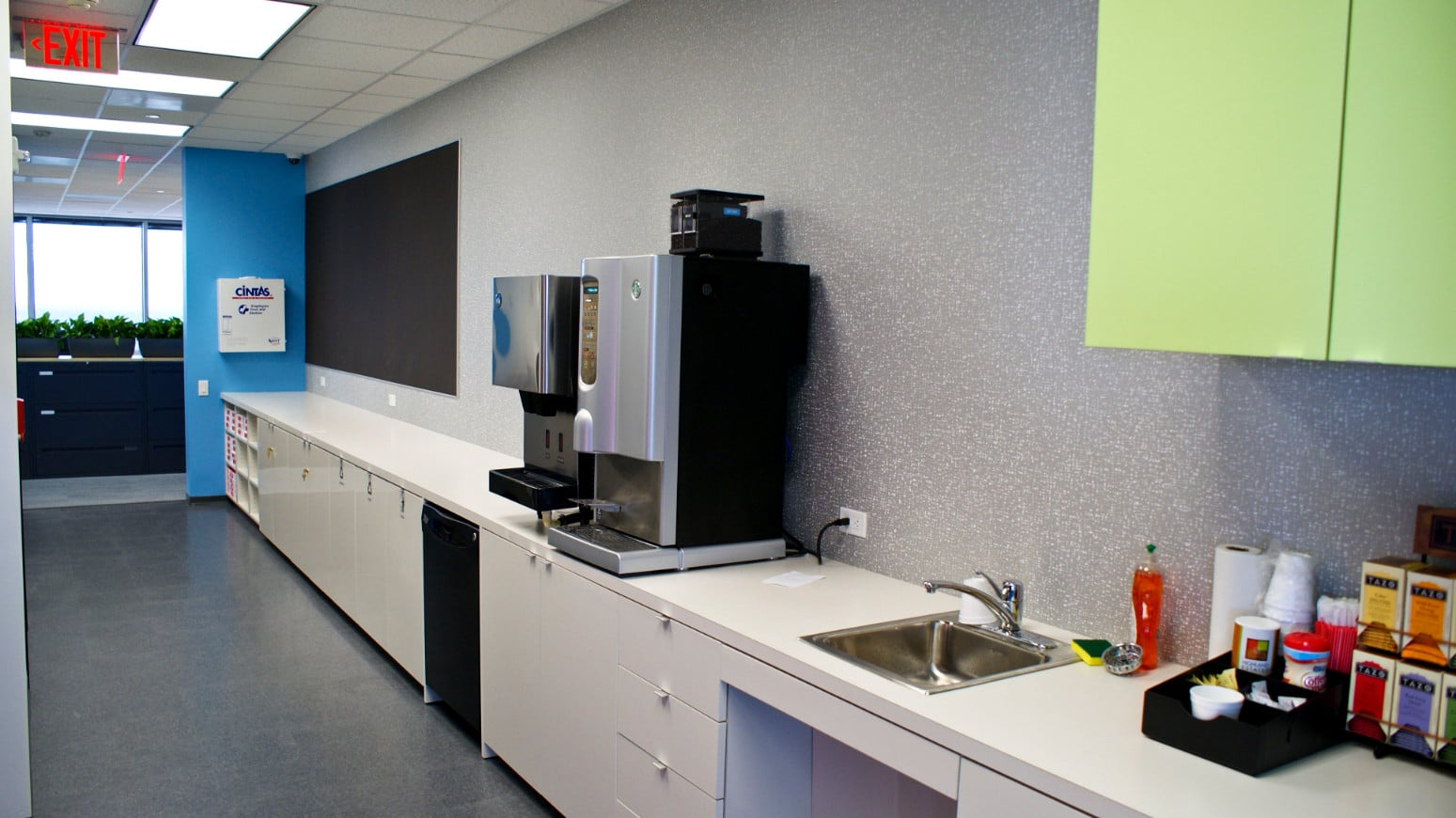 AMB Architects-Direct Energy Level 14-Breakroom-2012-07_1